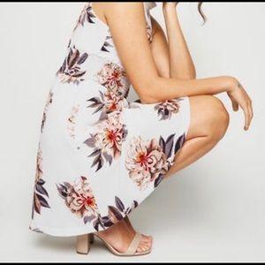 White floral summer dress! ❤️